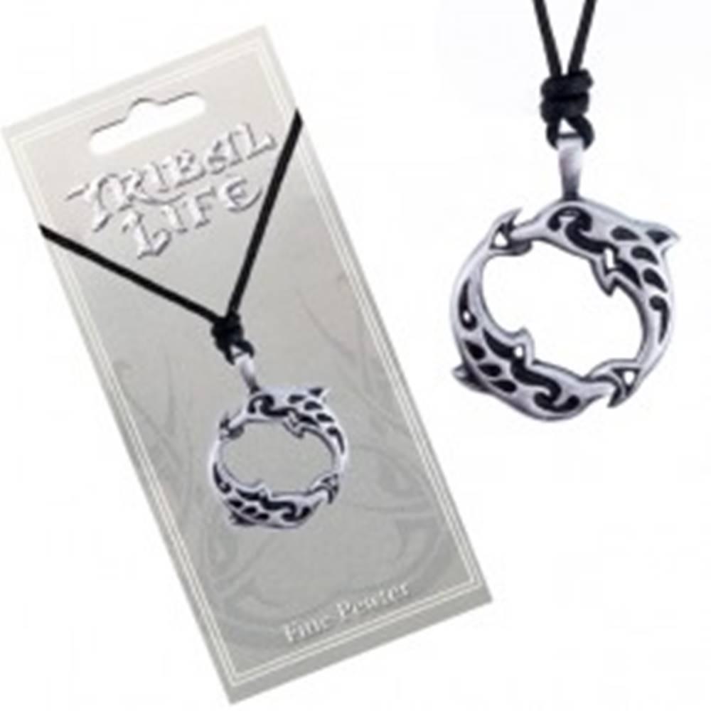 Šperky eshop Šnúrka na krk a kovový prívesok dvoch vyrezávaných delfínov