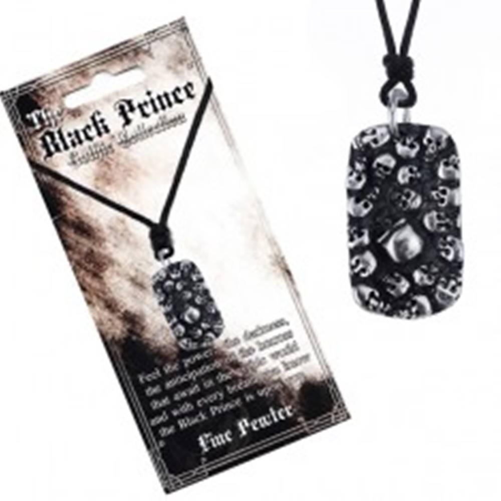 Šperky eshop Šnúrkový náhrdelník - čierny s kovovým štítkom s lebkami