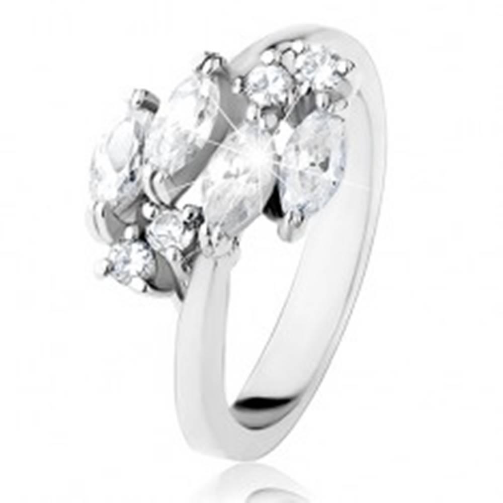 Šperky eshop Trblietavý prsteň striebornej farby, číre zrnkové a okrúhle zirkóniky - Veľkosť: 49 mm
