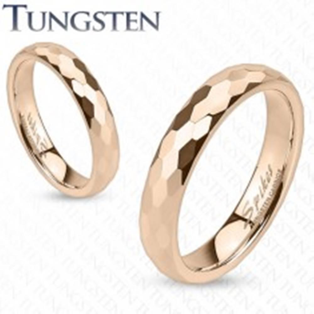 Šperky eshop Tungstenová obrúčka - zlatoružovej farby, brúsenie do šesťhranov - Veľkosť: 47 mm