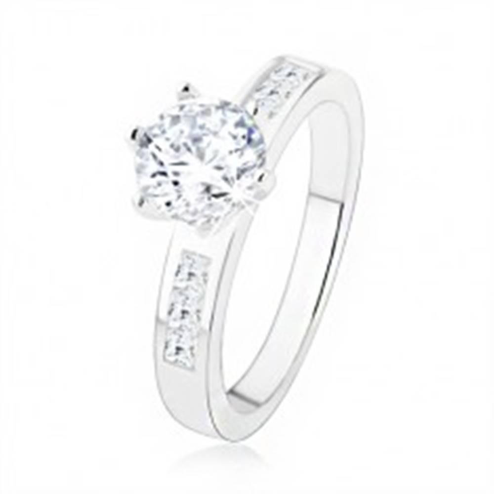Šperky eshop Zásnubný prsteň zo striebra 925, číry zirkón v kotlíku, zdobené ramená - Veľkosť: 49 mm