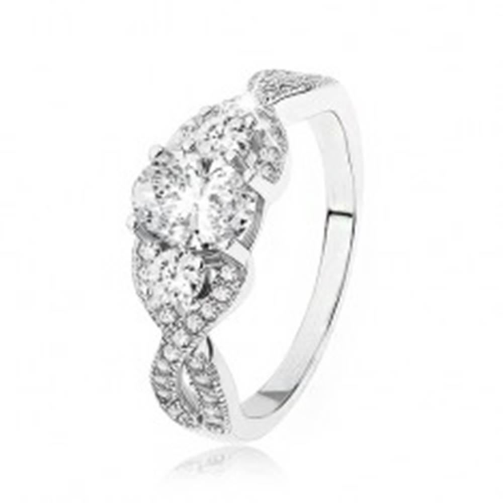Šperky eshop Žiarivý strieborný prsteň 925, prekrížené zvlnené ramená, oválny zirkón - Veľkosť: 49 mm