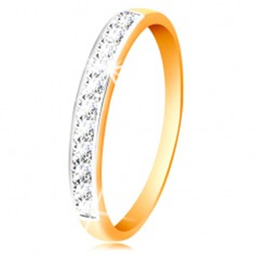 Šperky eshop Zlatý 14K prsteň - ligotavý pás z čírych zirkónov s obrubou z bieleho zlata - Veľkosť: 50 mm