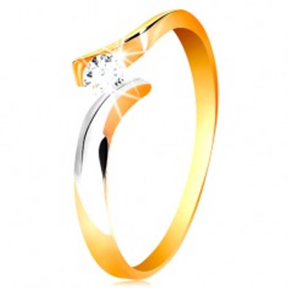 Šperky eshop Zlatý prsteň 585 - okrúhly číry zirkón, dvojfarebné a zvlnené ramená - Veľkosť: 50 mm
