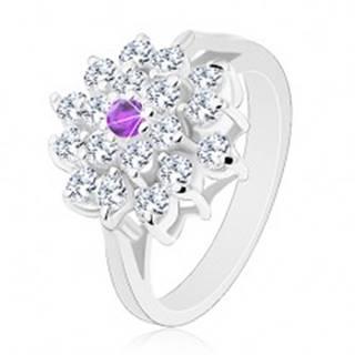 Prsteň striebornej farby, veľký číry kvet s fialovým zirkónom v strede - Veľkosť: 51 mm