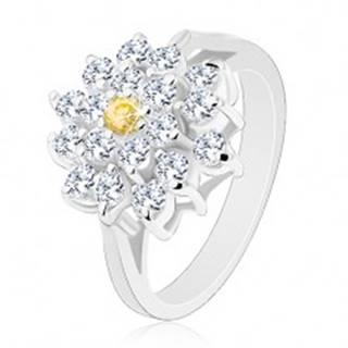 Prsteň v striebornom odtieni, veľký zirkónový kvet čírej farby, žltý stred - Veľkosť: 49 mm