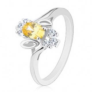 Prsteň v striebornom odtieni, žltý brúsený ovál, lístočky, číre zirkóny - Veľkosť: 58 mm