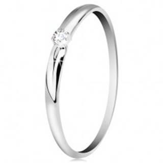 Zlatý 14K prsteň - žiarivý číry zirkón, tenké zárezy na ramenách, biele zlato - Veľkosť: 49 mm