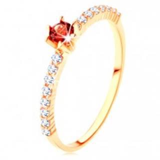 Zlatý prsteň 585 - číre zirkónové línie, vyvýšený okrúhly červený granát - Veľkosť: 49 mm