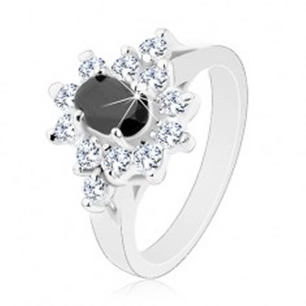 Šperky eshop Lesklý prsteň striebornej farby, čierny zirkónový ovál s lemom čírej farby - Veľkosť: 49 mm