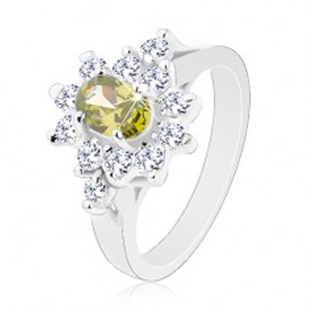 Šperky eshop Ligotavý prsteň, oválny zirkón zelenej farby s čírym obrysom - Veľkosť: 57 mm