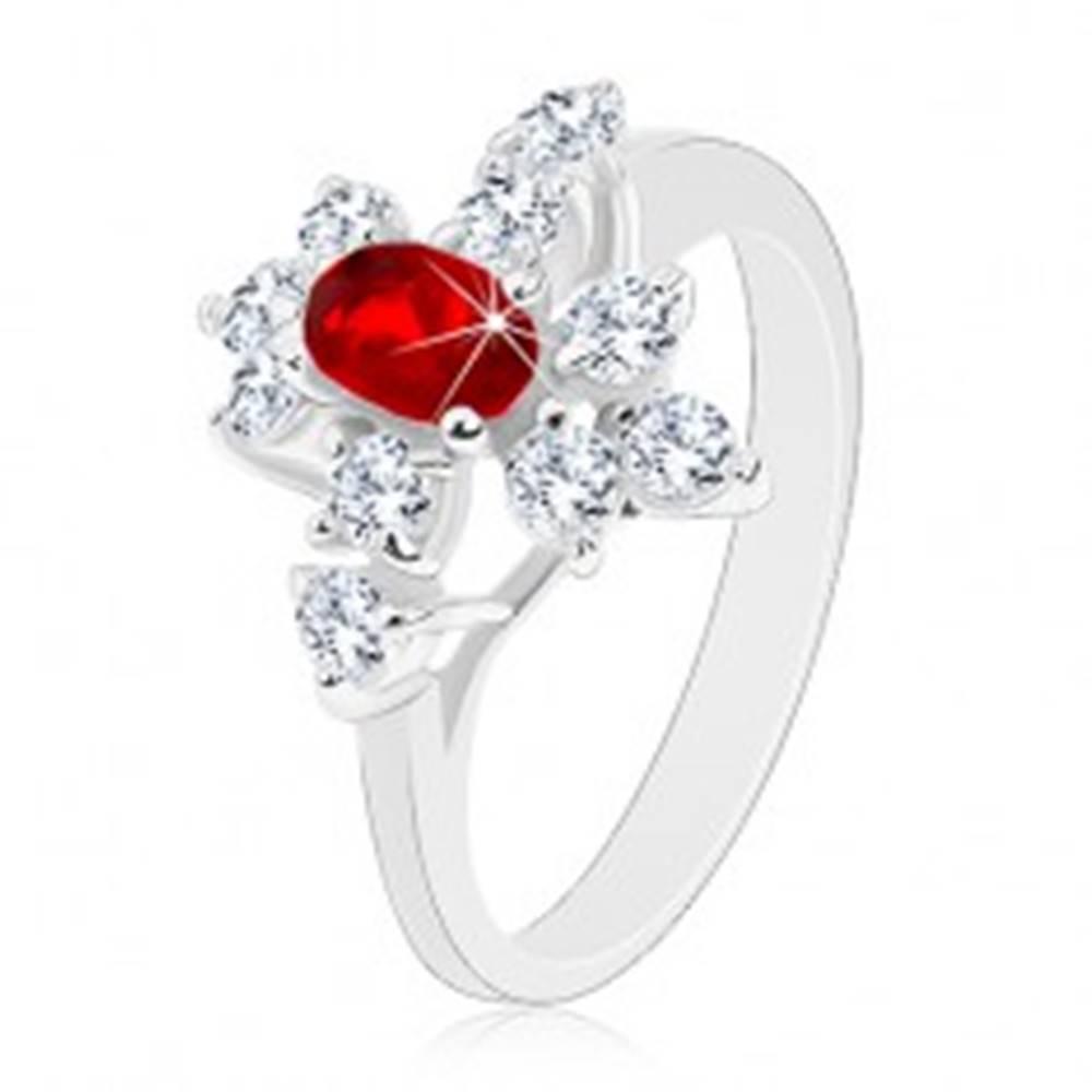 Šperky eshop Ligotavý prsteň, strieborná farba, tmavočervený ovál, číre zirkóny - Veľkosť: 52 mm