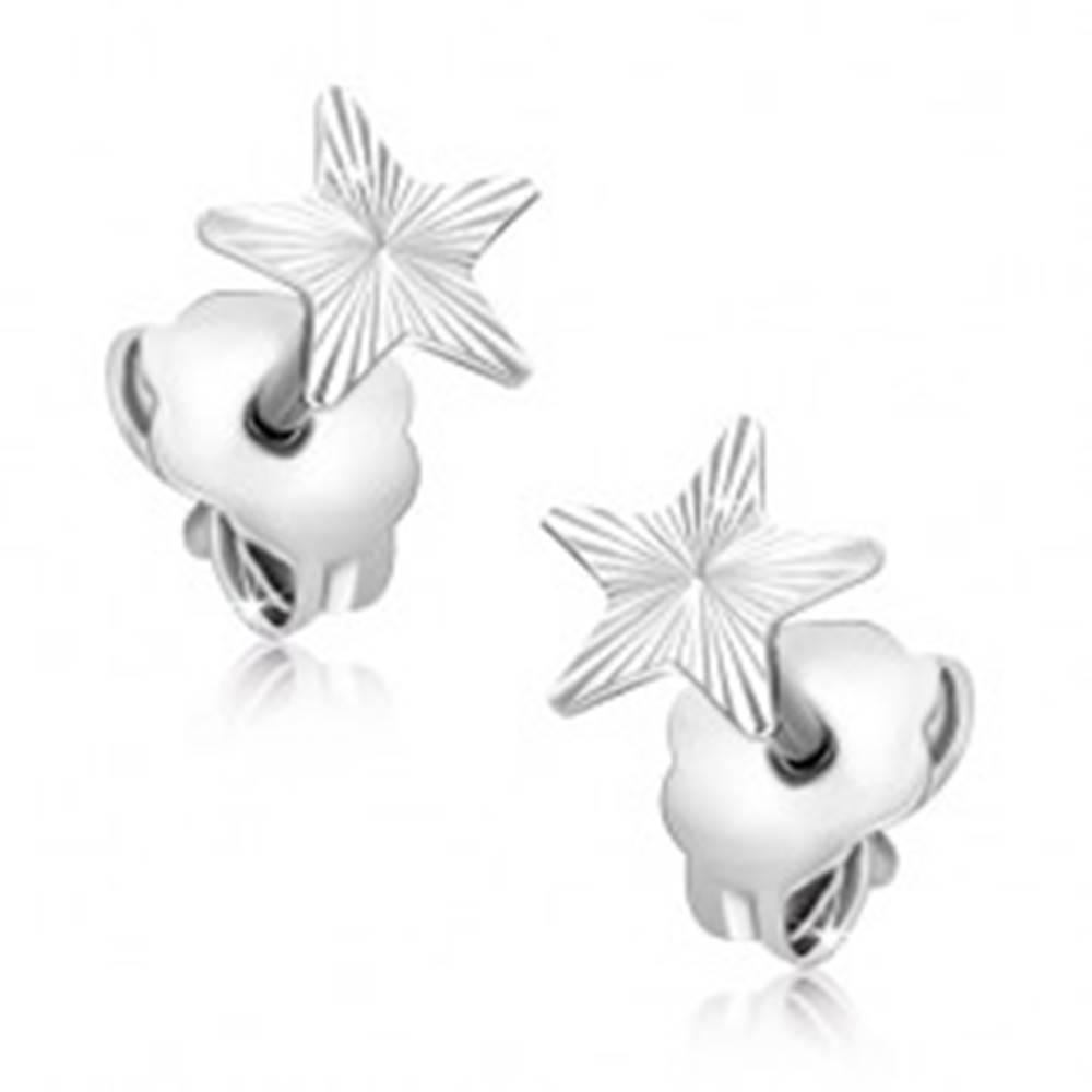 Šperky eshop Náušnice zo 14K zlata - biela hviezda s gravírovanými lúčmi