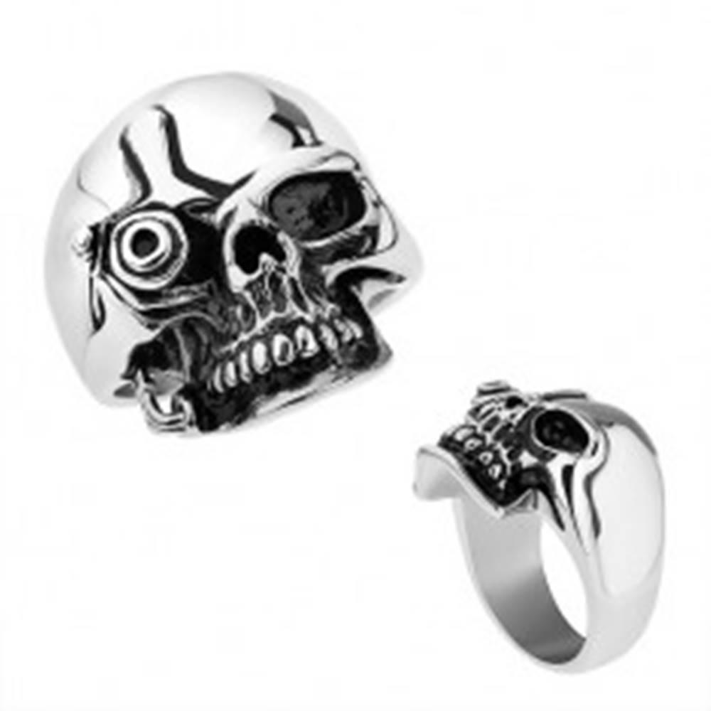 Šperky eshop Oceľový prsteň, strieborná farba, lesklá patinovaná lebka v štýle Terminátora - Veľkosť: 55 mm