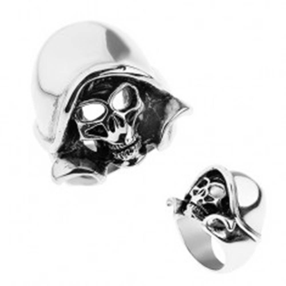 Šperky eshop Oceľový prsteň striebornej farby, patinovaná lebka s kapucňou - Veľkosť: 57 mm