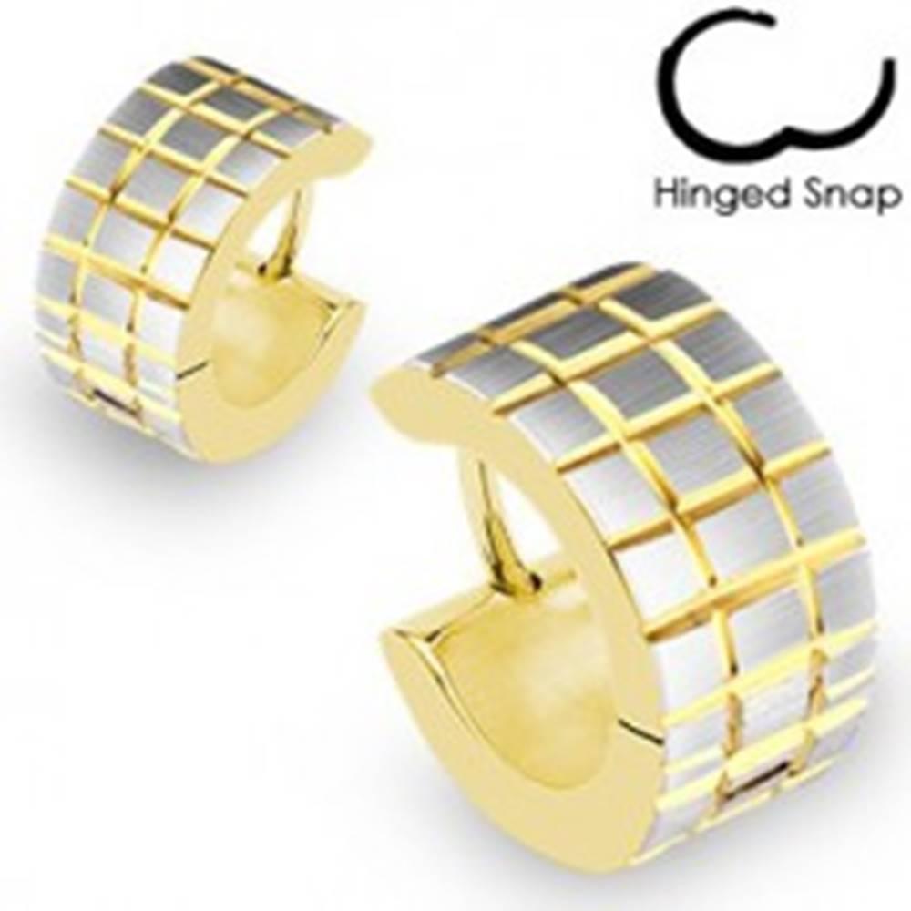 Šperky eshop Okrúhle náušnice zlato-striebornej farby - vyryté prekrížené pásy