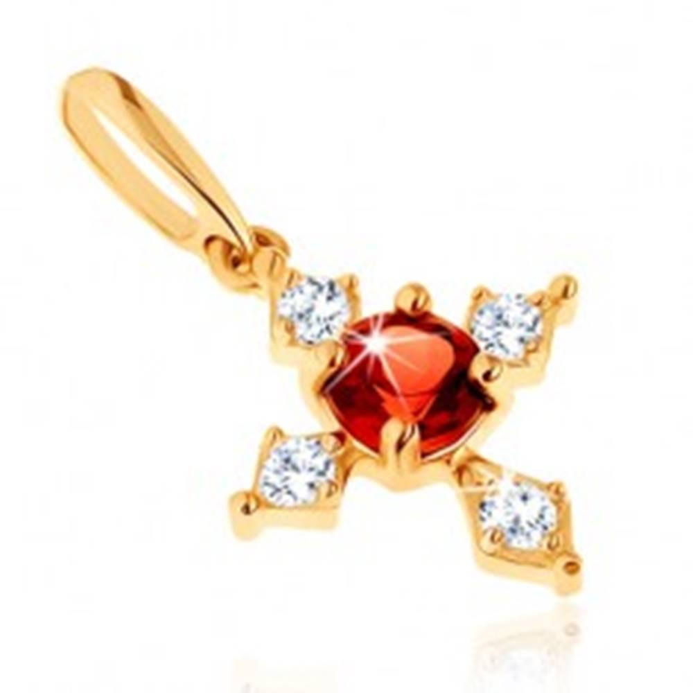 Šperky eshop Prívesok v žltom 9K zlate - kríž s čírymi zirkónovými ramenami, červený granát