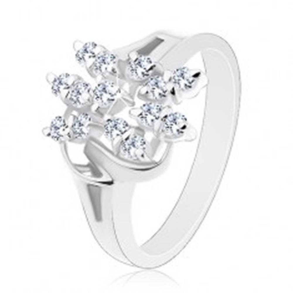 Šperky eshop Prsteň s rozdelenými ramenami, lesklé oblúčiky, kvet z čírych zirkónov - Veľkosť: 50 mm