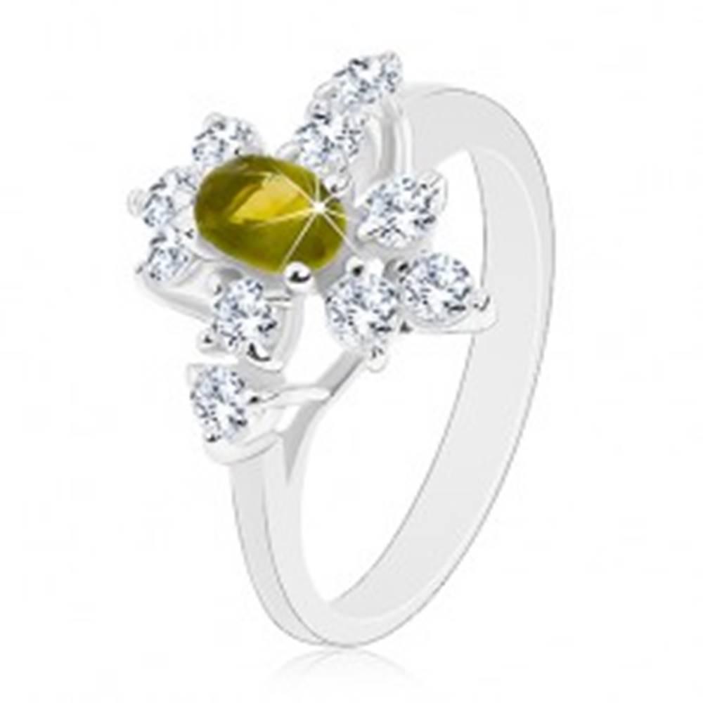 Šperky eshop Prsteň so zúženými ramenami, zirkón v tmavozelenej farbe, číre zirkóniky - Veľkosť: 52 mm