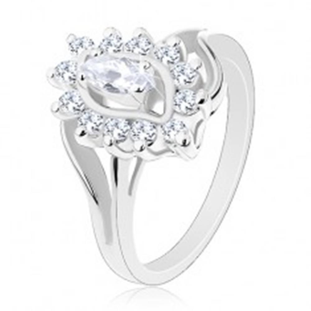 Šperky eshop Prsteň striebornej farby, číre brúsené zrnko v zirkónovej obrube - Veľkosť: 52 mm