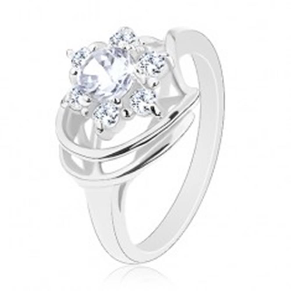 Šperky eshop Prsteň striebornej farby, číry zirkónový kvietok, lesklé oblúčiky - Veľkosť: 48 mm