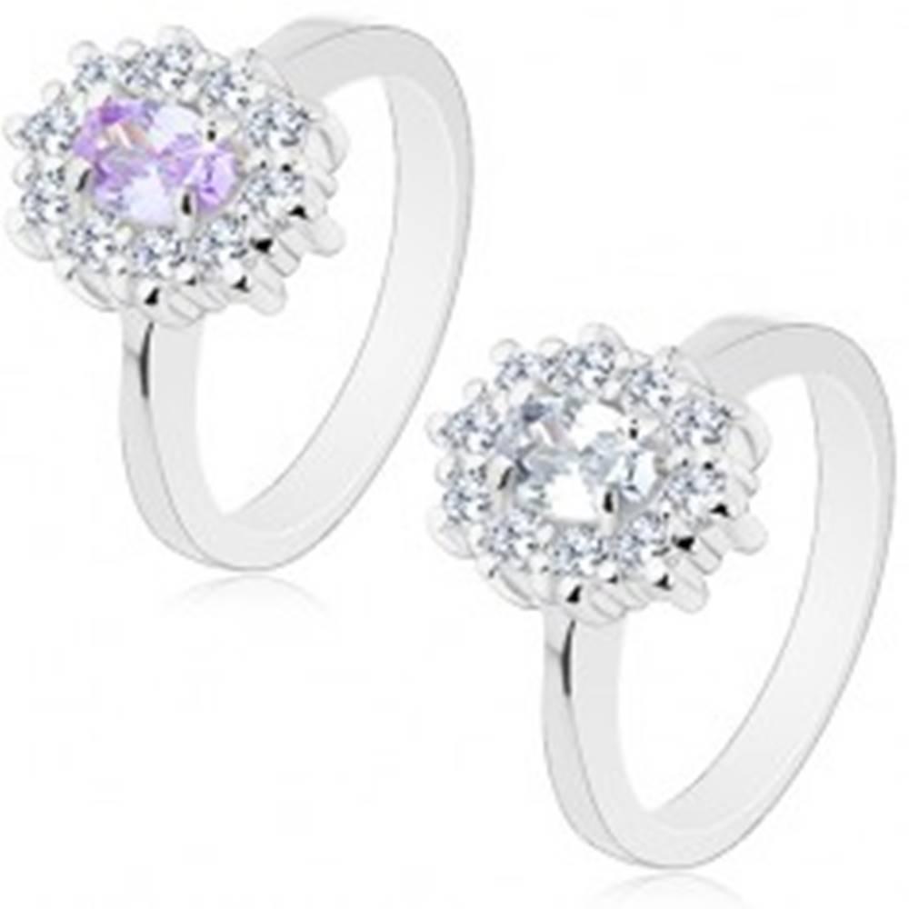 Šperky eshop Prsteň striebornej farby, oválny zirkón lemovaný okrúhlymi čírymi zirkónikmi - Veľkosť: 49 mm, Farba: Svetlofialová