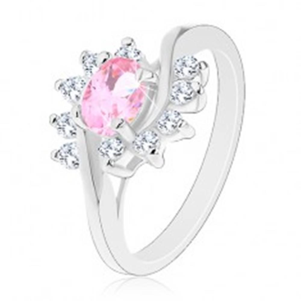 Šperky eshop Prsteň v striebornom odtieni, ružový zirkónový ovál, číre oblúky - Veľkosť: 51 mm