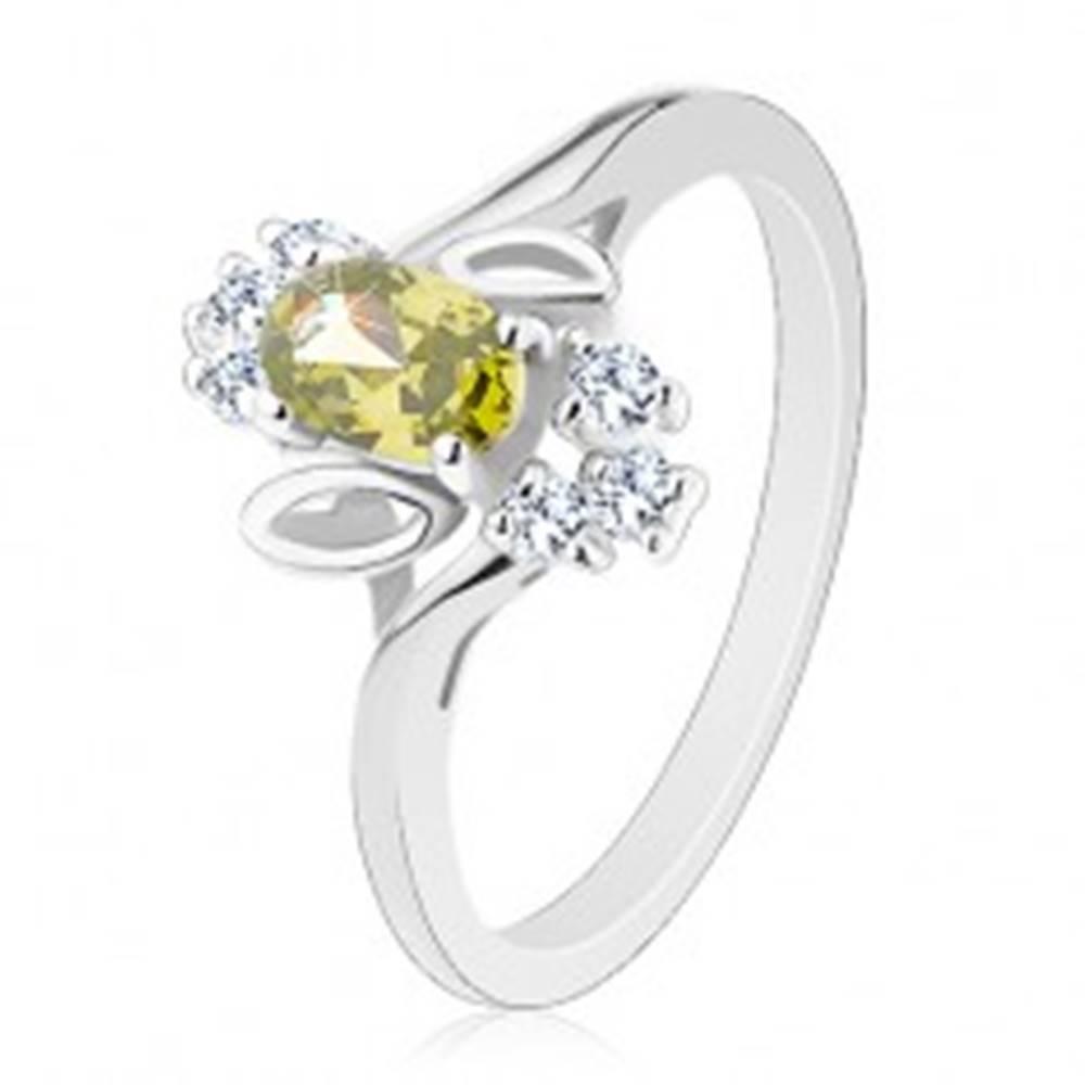 Šperky eshop Prsteň v striebornom odtieni, svetlozelený brúsený ovál, lístočky, číre zirkóny - Veľkosť: 54 mm