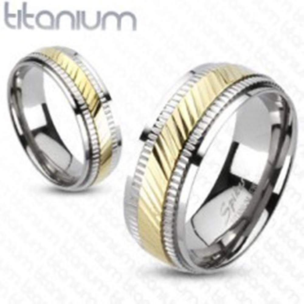 Šperky eshop Titánový prsteň - dvojfarebný, vrúbkovaný - Veľkosť: 49 mm