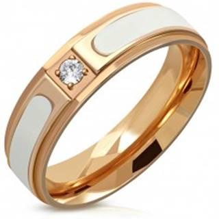 Oceľový prsteň medenej farby - biely pás, znížené hrany, číry okrúhly zirkón, 6 mm - Veľkosť: 54 mm