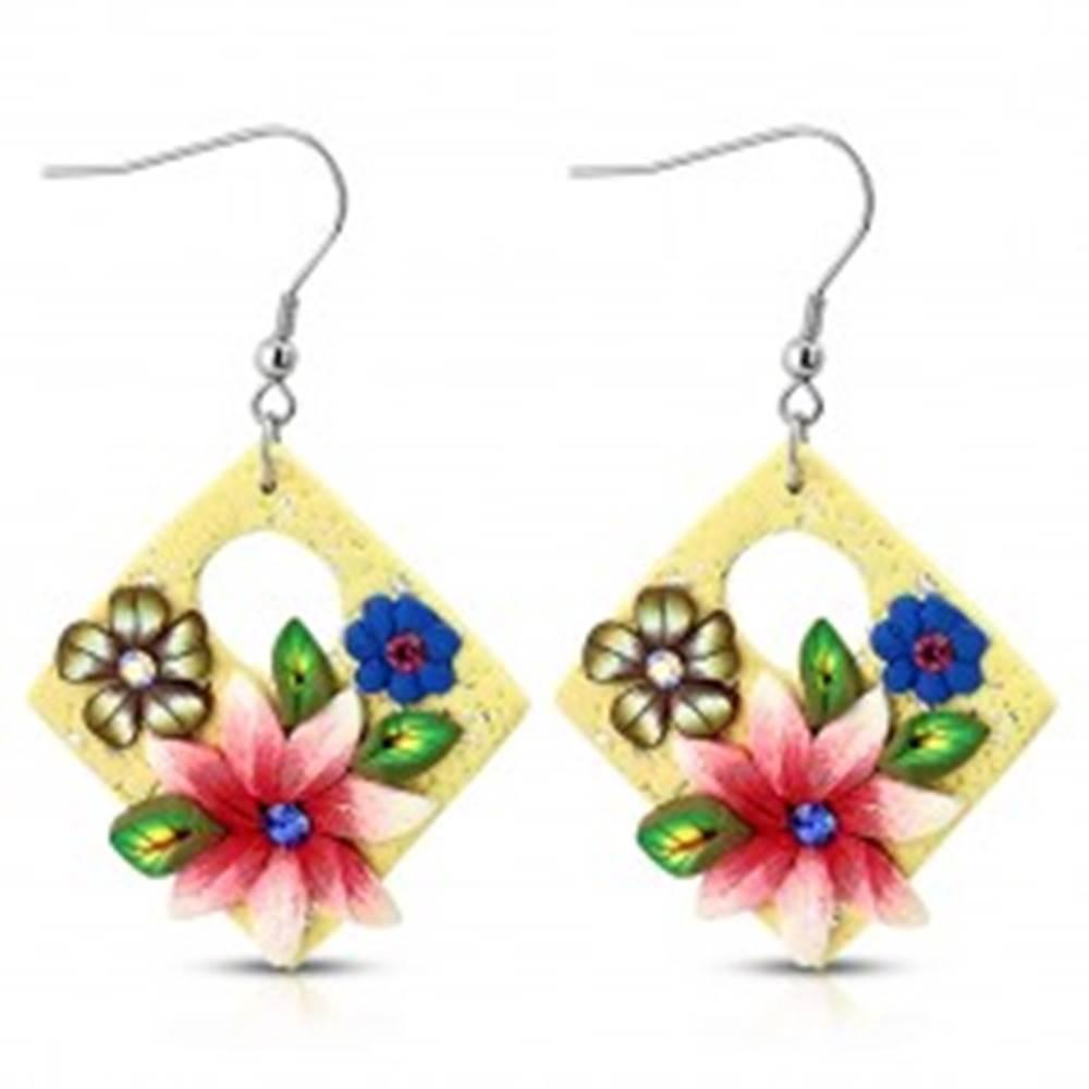 Šperky eshop Náušnice FIMO, visiace štvorce krémovej farby s kvetmi a oválnym výrezom