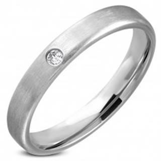 Oceľový prsteň - obrúčka striebornej farby s čírym kamienkom v strede - Veľkosť: 49 mm