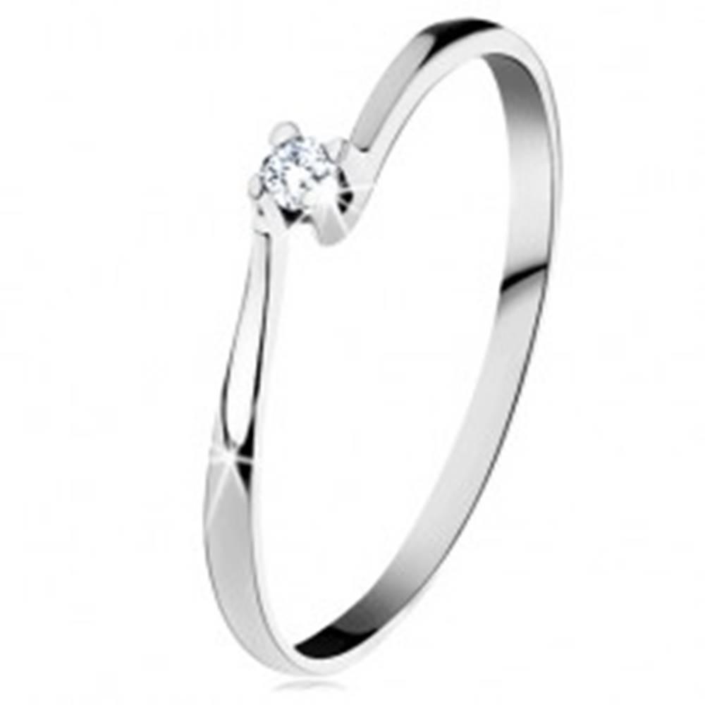 Šperky eshop Prsteň z bieleho 14K zlata - trblietavý číry diamant v lesklom kotlíku - Veľkosť: 49 mm