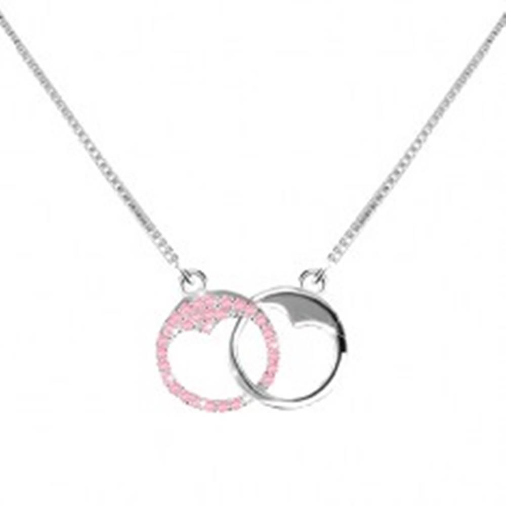 Šperky eshop Strieborný 925 náhrdelník - dva krúžky so srdiečkovým výrezom, svetloružové zirkóny