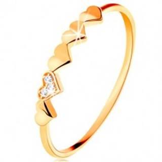 Prsteň v 9K žltom zlate - malé ligotavé srdiečka, číre zirkóniky - Veľkosť: 49 mm
