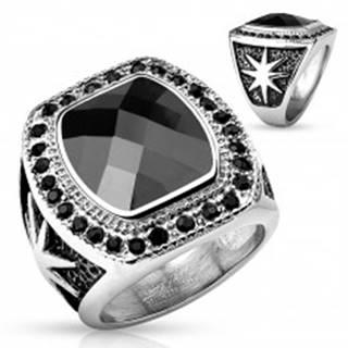 Masívny oceľový prsteň striebornej farby, veľký čierny kameň a okrúhle zirkóniky - Veľkosť: 59 mm