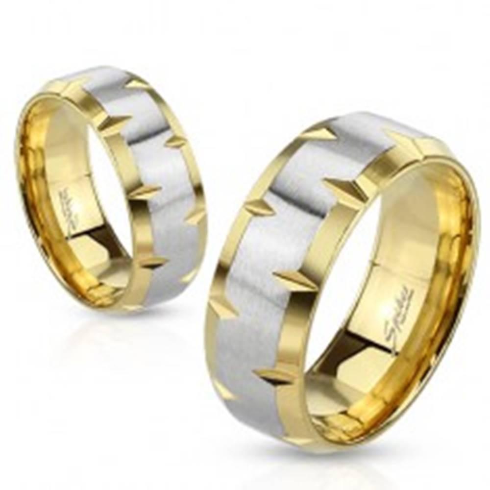 Šperky eshop Obrúčka z ocele 316L, zlatý a strieborný odtieň, zárezy na okrajoch, 6 mm - Veľkosť: 49 mm