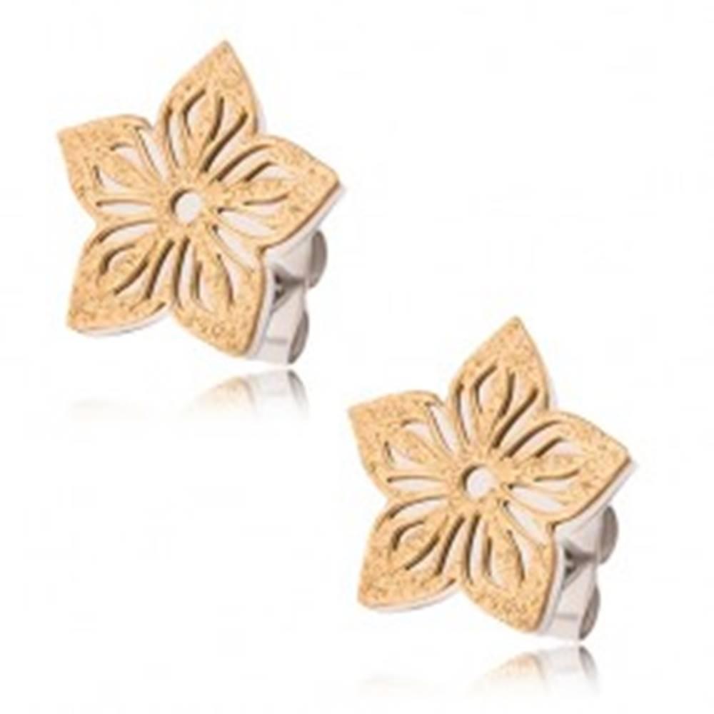 Šperky eshop Dvojfarebné náušnice z ocele, pieskovaný vyrezávaný kvet