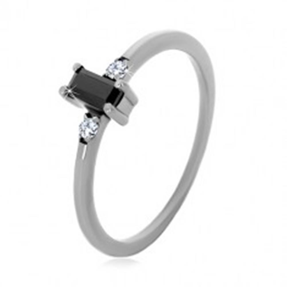 Šperky eshop Strieborný 925 prsteň - obdĺžnikový zirkón čiernej farby, číre okrúhle zirkóny - Veľkosť: 49 mm