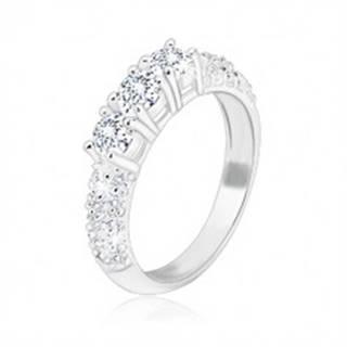 Zásnubný prsteň zo striebra 925 - tri trblietavé zirkóny, menšie zirkóniky na ramenách - Veľkosť: 49 mm