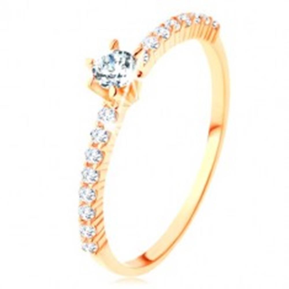 Šperky eshop Prsteň zo žltého 9K zlata - číre zirkónové línie, vystupujúci okrúhly zirkón - Veľkosť: 50 mm