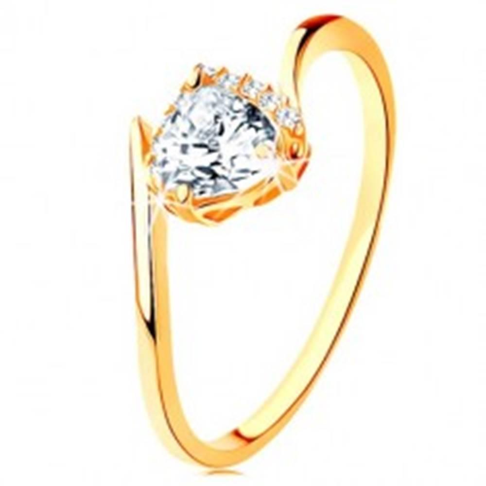 Šperky eshop Prsteň zo žltého 9K zlata - číre zirkónové srdiečko, zahnuté konce ramien - Veľkosť: 49 mm