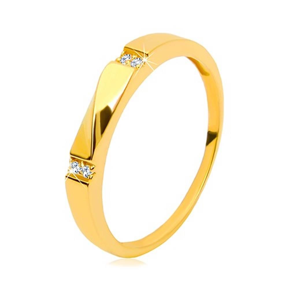 Šperky eshop Zlatý prsteň 585 - číre zirkóny, lesklá vlnka, hladké ramená, 3 mm - Veľkosť: 49 mm