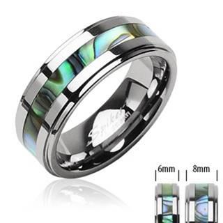 Tungstenový prsteň striebornej farby, v strede pás so vzorom mušlí - Veľkosť: 49 mm, Šírka: 8 mm