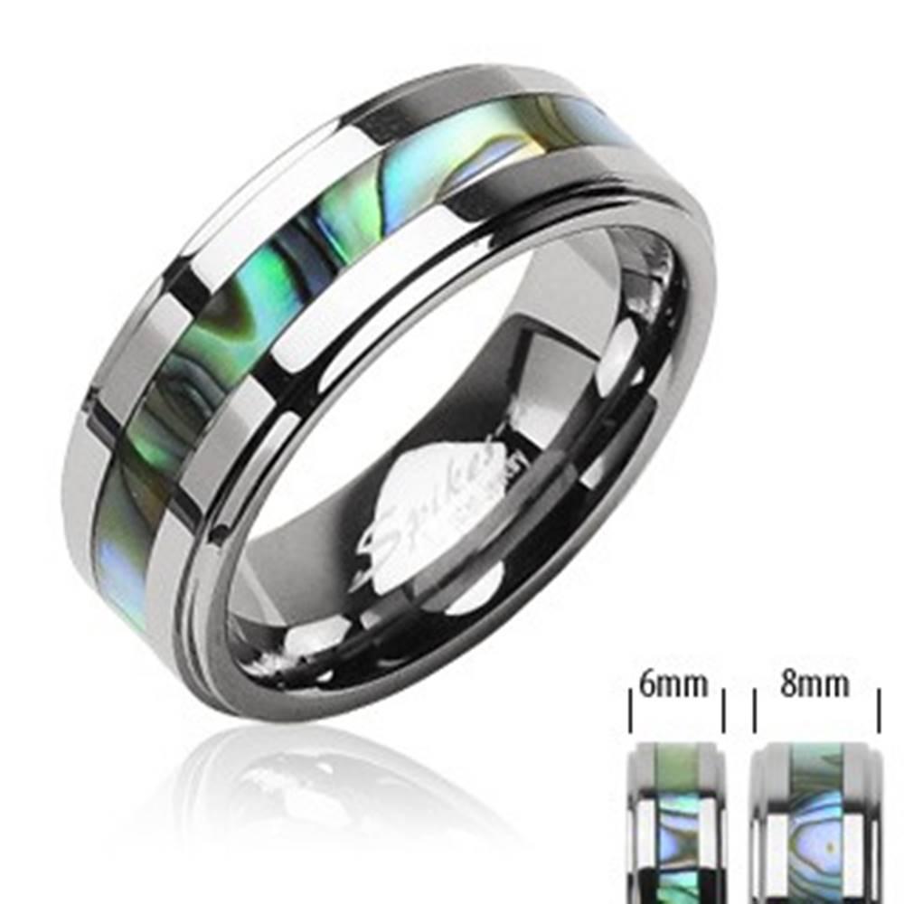 Šperky eshop Tungstenový prsteň striebornej farby, v strede pás so vzorom mušlí - Veľkosť: 49 mm, Šírka: 8 mm