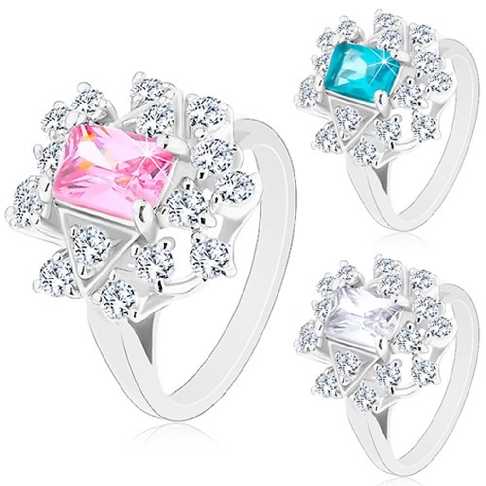 Šperky eshop Prsteň v striebornom odtieni, zirkónový obdĺžnik lemovaný čírymi zirkónmi - Veľkosť: 49 mm, Farba: Ružová