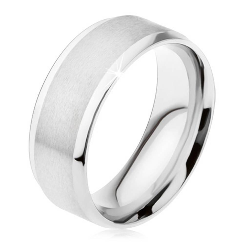 Šperky eshop Prsteň z ocele 316L, matný stredový pás, lesklé šikmé okraje - Veľkosť: 56 mm