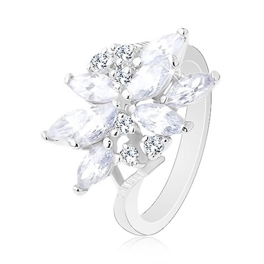 Šperky eshop Trblietavý prsteň v striebornom odtieni, kvet - zirkónové zrniečka rôznej farby - Veľkosť: 49 mm, Farba: Číra