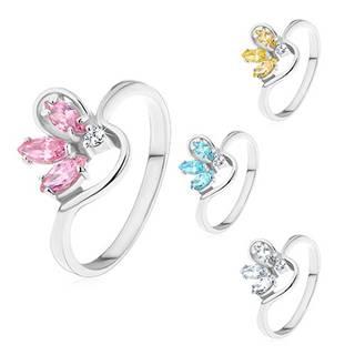 Prsteň striebornej farby, polovičný farebný kvet zo zirkónov, zvlnené ramená - Veľkosť: 49 mm, Farba: Číra