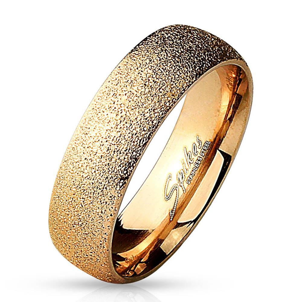 Šperky eshop Oceľový prsteň ružovozlatej farby - pieskovaný povrch s trblietavými odleskami, 6 mm - Veľkosť: 49 mm